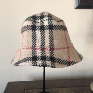 Burberry Lambwool Bucket Hat 🎩